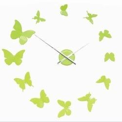 Vægur med sommerfugle